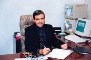 Aldo em seu escritório