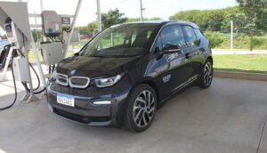 Garagem para abastecimento de carros elétricos - Sede da Aldo